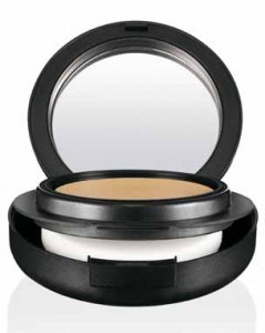 MAC Mineralize Foundation  Compact  SPF 15  NW55