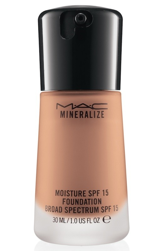 MAC Mineralize moisture SPF 15 foundation - NW30